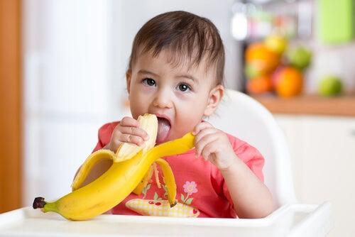 Tra i primi alimenti solidi da dare al bebè, la banana rappresenta un'ottima scelta