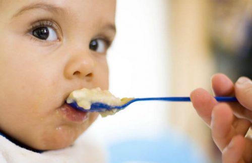I primi alimenti che dovete dare al vostro bebè