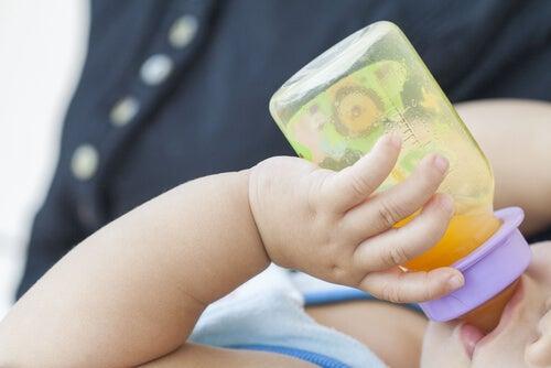 Per assumere meglio il ferro, il bambino dovrebbe assumere contemporaneamente vitamina C