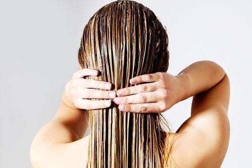 Sfruttare le caratteristiche naturali dei propri capelli aiuta a ottimizzare il tempo