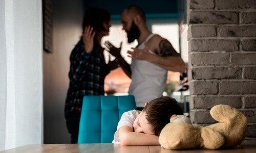 Il maltrattamento infantile può assumere forme differenti