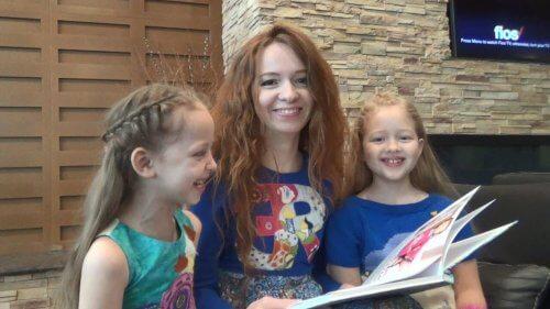 La mamma legge i racconti alle figlie
