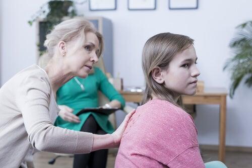 Mamma troppo protettiva: ecco gli 8 segnali principali