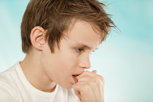 Spesso i bambini si mangiano le unghie