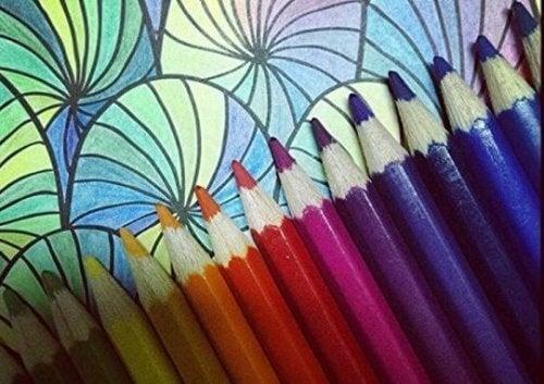 Nel metodo Guillour, bisogna tracciare il contorno di alcune figure utilizzando colori differenti