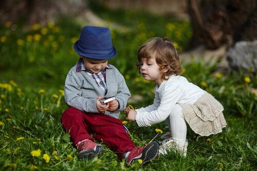 L'invidia nei bambini può essere provocata da molteplici fattori
