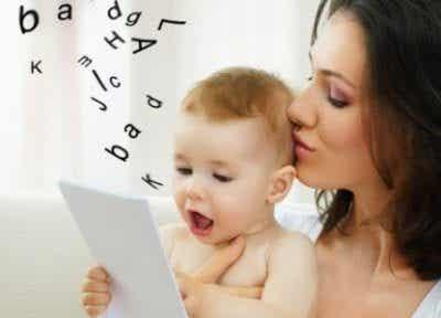 Nono mese di vita del bebè: cosa c'è da sapere
