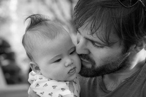 Come e perché coinvolgere il papà nella cura dei figli