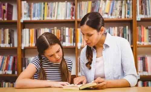 Il nostro ruolo di genitori prevede che insegniamo ai nostri figli l'importanza della scuola per evitare la bocciatura