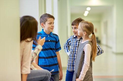 Gli scherzi tra bambini possono esercitare un notevole impatto sul loro sviluppo psicologico