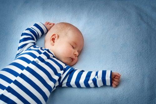 Il riflesso del collo: l'importanza della sua presenza nello sviluppo infantile