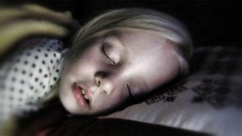 Nell'instaurare delle routine familiari, il sonno è della massima importanza