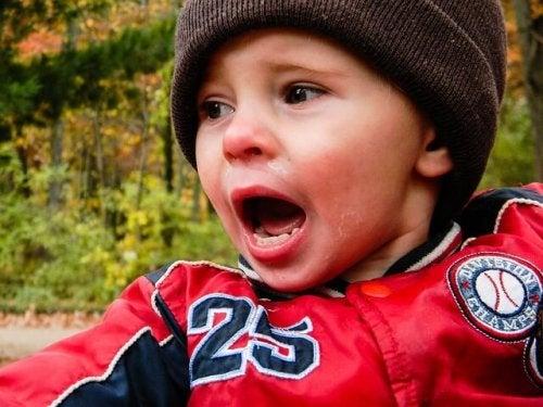 Figli che piangono: a volte è colpa anche dei genitori