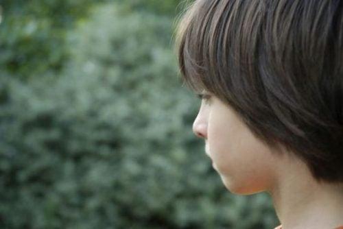 Bambino autistico: le caratteristiche principali