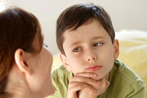 Per dire no in maniera positiva, è importante spiegare bene la situazione al bambino