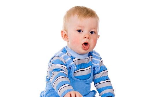 Come eliminare il muco del neonato?
