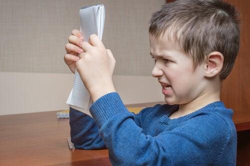 Ira nei bambini: cosa possono fare i genitori?