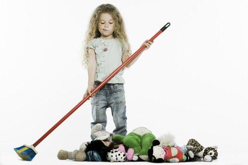 Con dei contenitori è più facile riordinare i giocattoli