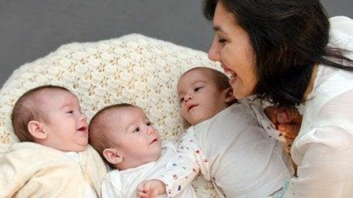 Essere incinta di tre gemelli significa dover aumentare le precauzioni durante la gravidanza