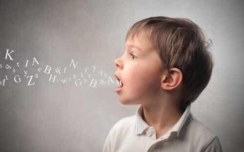 Mio figlio non pronuncia la R e la S: come posso aiutarlo?