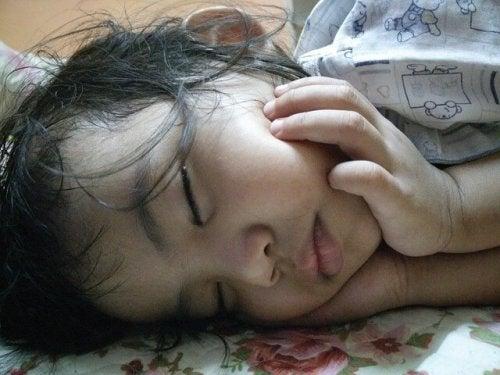 russare e apnea del sonno