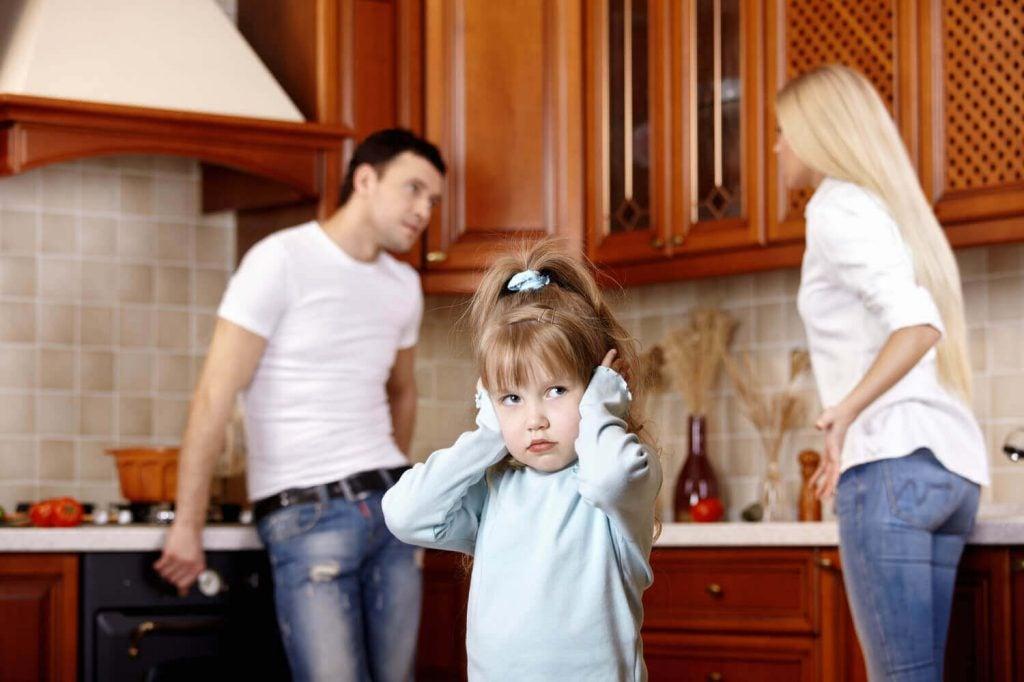 Sviluppo emotivo del bebè: l'influenza del malumore dei genitori