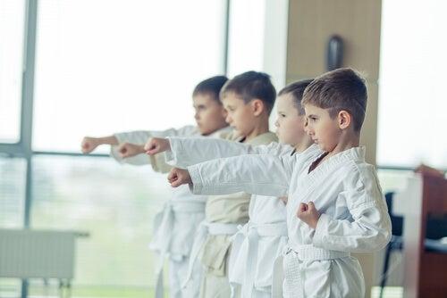 Bambini si allenano