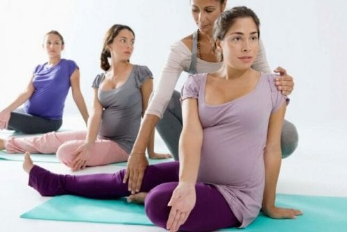 fare yoga in gravidanza