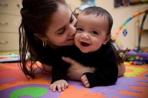 Insegnare con l'amore aiuta il bambino a memorizzare meglio