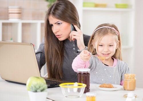 La sindrome della chiave appesa si presenta quando ai bambini non viene dedicata l'attenzione di cui hanno bisogno