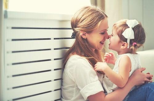 Per prevenire la carenza affettiva nei bambini, è necessario ascoltarli con affetto e comprensione