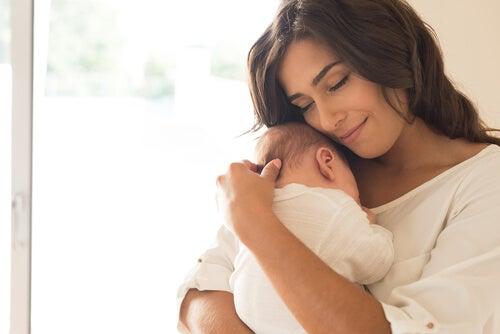 I cambiamenti nel cervello della madre la rendono più adatta a prendersi cura del figlio