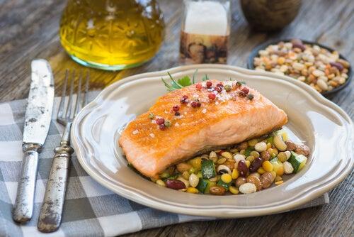 Il pesce ad alto contenuto di mercurio è uno degli alimenti che non dovreste dare ai bambini piccoli