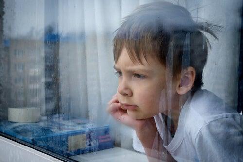 Un bambino con un basso livello di tolleranza alla frustrazione perde le motivazioni per ciò che fa