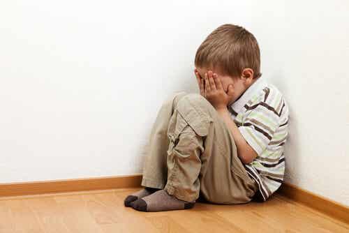 Perché i bambini hanno paura di stare da soli?