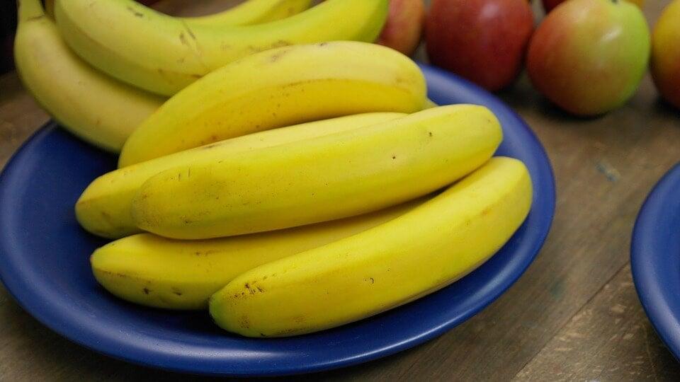 La crema di banane è uno dei 4 deliziosi piatti da mangiare con il cucchiaio