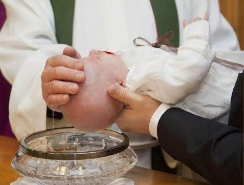 Il padrino di battesimo è colui che ha il dovere di vegliare sull'educazione cattolica del suo figlioccio