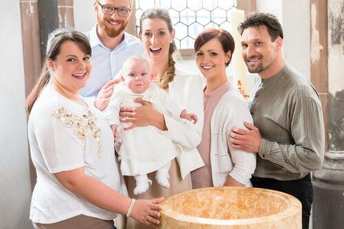 Il padrino di battesimo deve fare parte della famiglia ed essere coinvolto nell'educazione del figlioccio