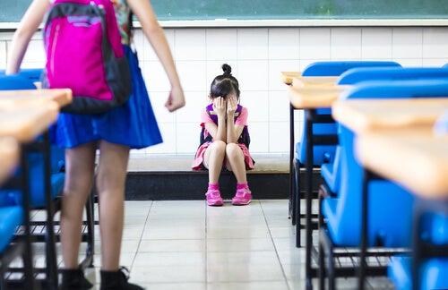 La molestia scolastica spesso non lascia cicatrici sulla pelle, ma nella mente
