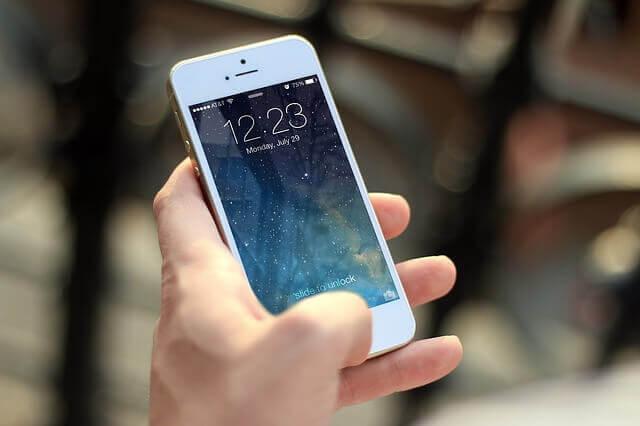 La nomofobia, o dipendenza dai dispositivi mobili, è estremamente diffusa tra i giovani