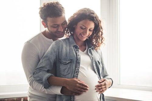 I calci del bebè sono un sintomo della sua buona salute