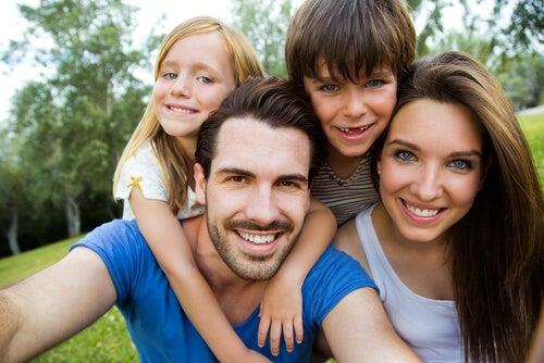 Da che cosa dipende il colore degli occhi e dei capelli dei vostri figli?