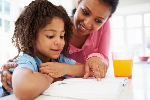 Cercare delle soluzioni collaborando in prima persona è il modo giusto di comportarsi di fronte all'insufficienza del proprio figlio