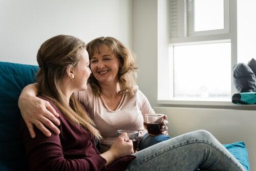 """Se vi siete chiesti: """"Come posso guadagnarmi la fiducia di mio figlio adolescente?"""", una delle risposte a questo interrogativo è la comunicazione"""