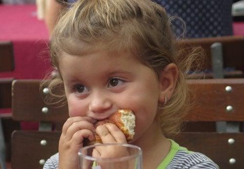 Introdurre nuovi alimenti nella dieta del bambino