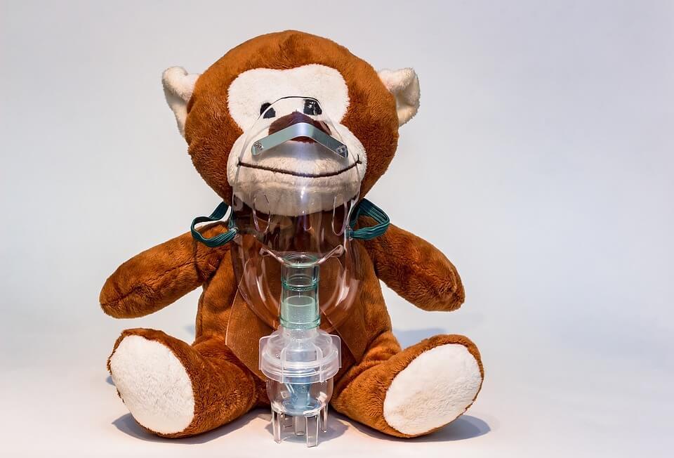 In caso di orticaria cronica, non bisogna assolutamente somministrare farmaci al bambino senza aver prima consultato il medico
