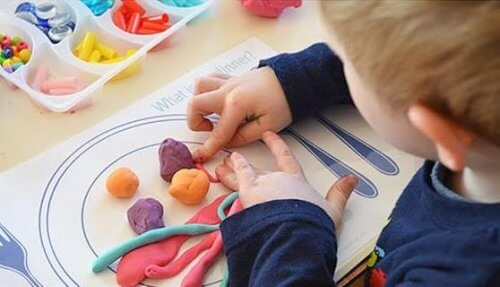 La plastilina educa i bambini all'uso delle dita e delle mani