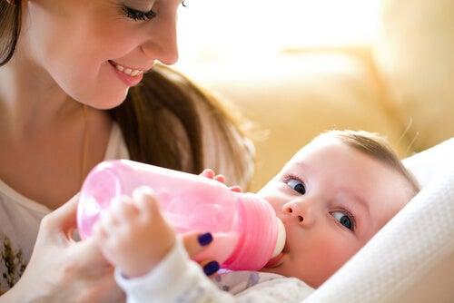 Pulire il biberon correttamente è di grande importanza per tenere lontani i batteri dal nostro bebè
