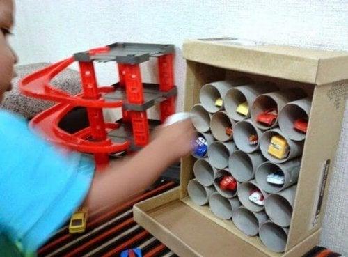 Creare dei giocattoli con materiale riciclato
