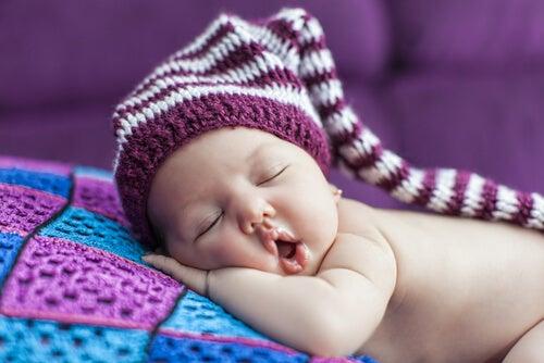 L'ora in cui i bambini devono andare a letto varia in base all'età